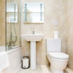 bathroom in wentworth apartments, aldgate, london