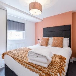 bedroom in wentworth apartments, aldgate, london
