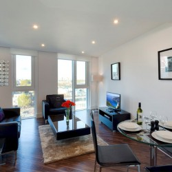 shor let serviced apartments, aldgate, london e1