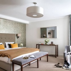 4 bedroom serviced apartment, bedroom with king size bed, Green Park Apartments, Mayfair, London SW1