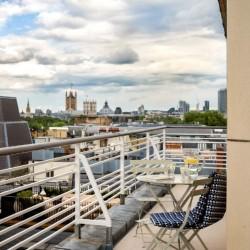 4 bedroom serviced apartment, balcony, Green Park Apartments, Mayfair, London SW1