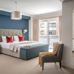 deluxe 2 bedroom apartment, large bedroom, Green Park Apartments, Mayfair, London SW1
