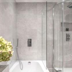 deluxe 2 bedroom apartment, bathroom, Green Park Apartments, Mayfair, London SW1