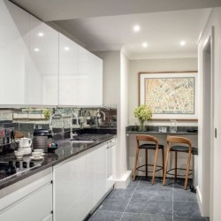 deluxe 2 bedroom apartment, kitchen, Green Park Apartments, Mayfair, London SW1