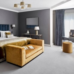 superior 3 bedroom apartment, bedroom with king size bed, Green Park Apartments, Mayfair, London SW1