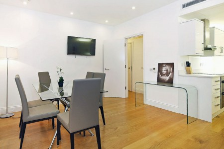living area with dining table and kitchen, Evelyn Apartments, Fitzrovia, London W1